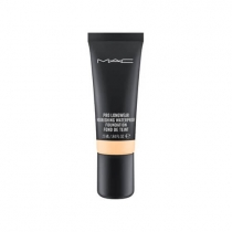 Base Pro Longwear Nourishing Waterproof Foundation